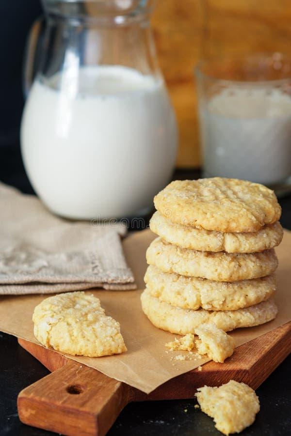Galletas del cacahuete en un paño casero con el cacahuete y las galletas Ningún shugar añadida Mantequilla de cacahuete Panadería foto de archivo