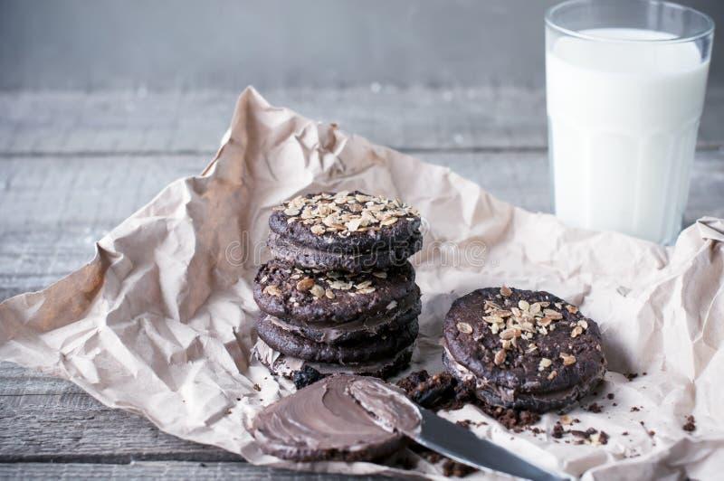 Galletas del chocolate de la harina de avena foto de archivo libre de regalías