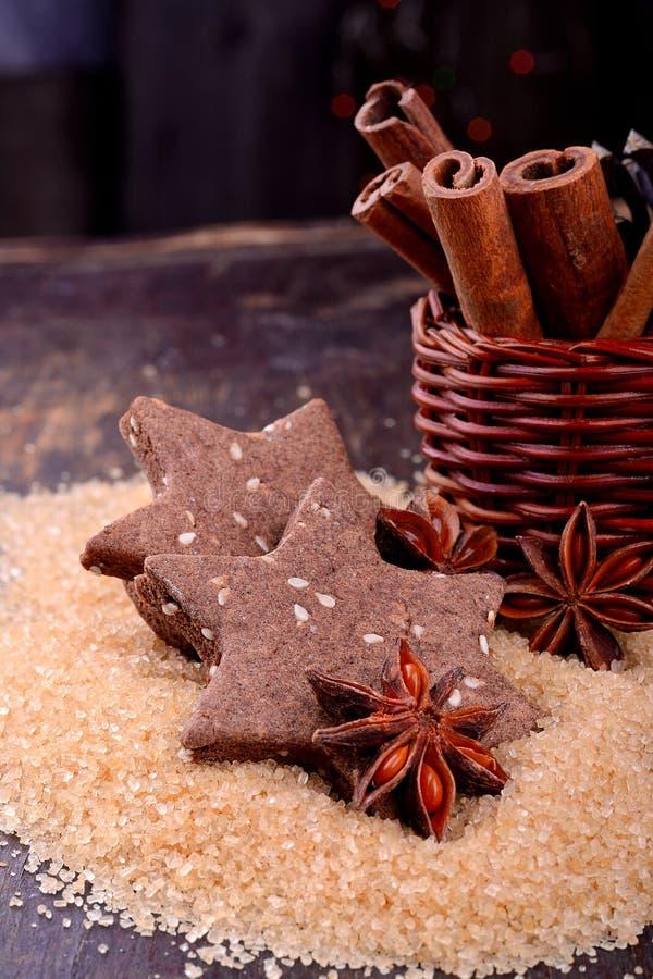 Galletas del chocolate de la Navidad con las semillas de sésamo foto de archivo libre de regalías