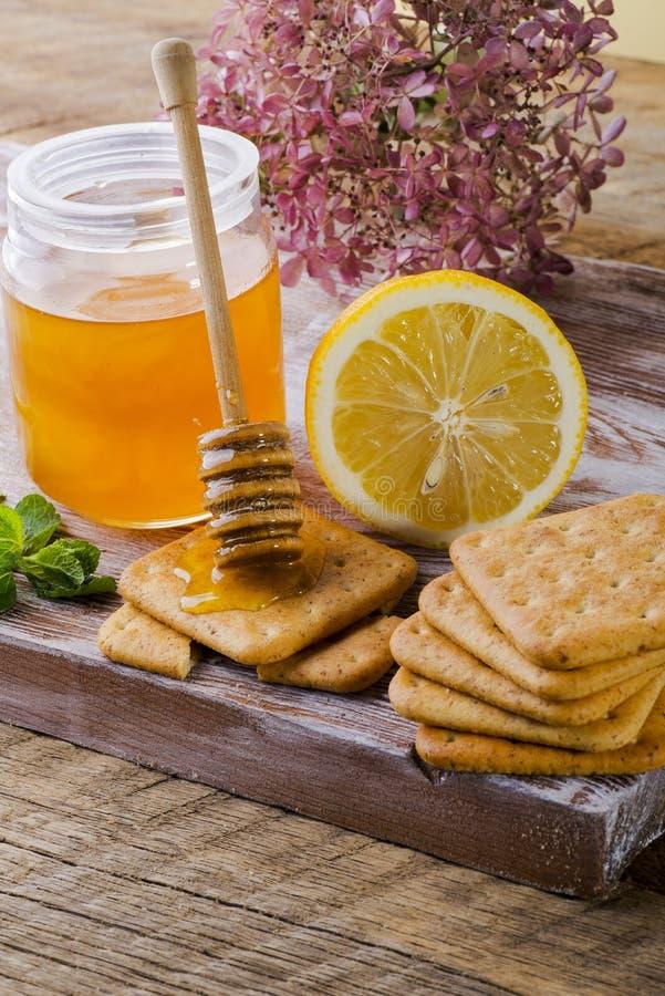 Galletas del limón y de la miel imágenes de archivo libres de regalías