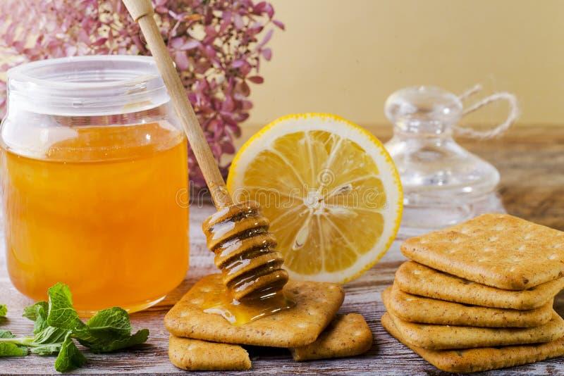 Galletas del limón y de la miel foto de archivo libre de regalías