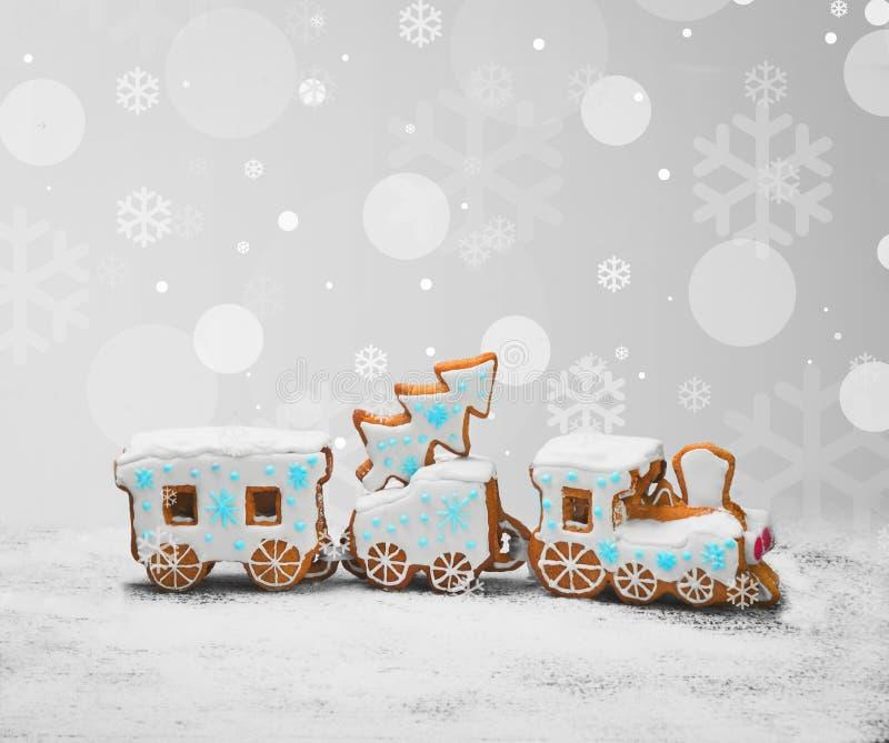 Galletas del pan de jengibre bajo la forma de tren imágenes de archivo libres de regalías