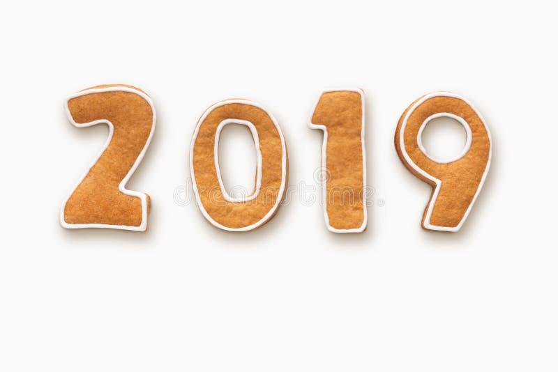 Galletas del pan de jengibre por el Año Nuevo 2019 en blanco fotos de archivo