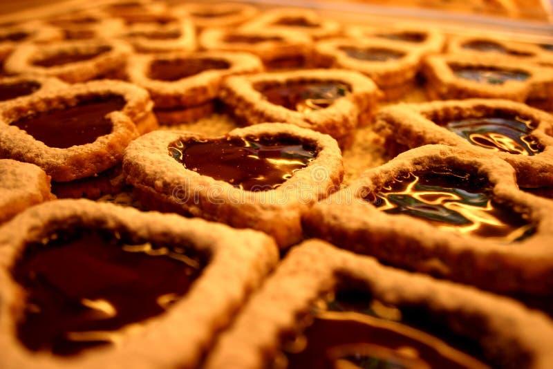 Galletas en forma de corazón del caramelo fotografía de archivo
