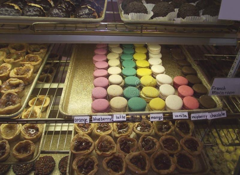 Galletas en la panadería o el café del mercado fresco confitería Snacks Comida dulce imágenes de archivo libres de regalías