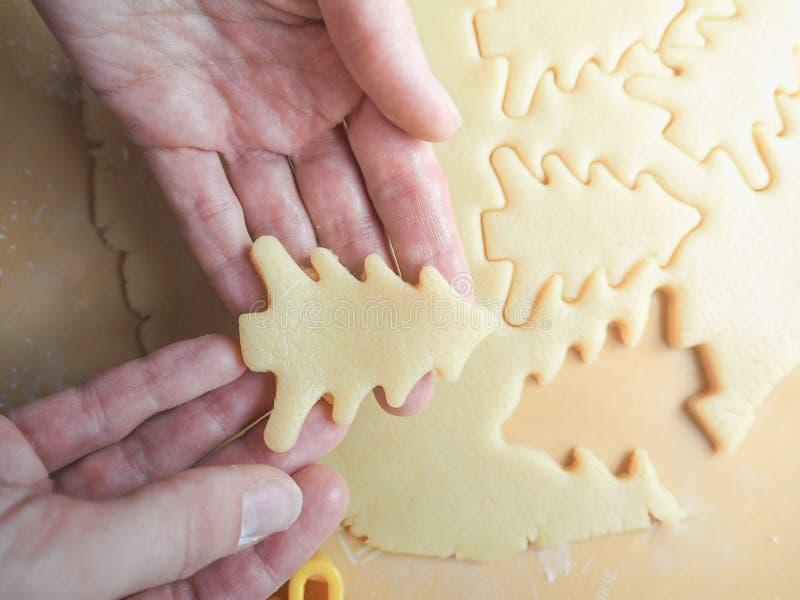 Galletas festivas de la Navidad Fondo de la torta dulce en la forma de los árboles de navidad fotografía de archivo libre de regalías