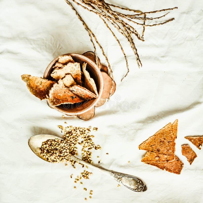 Galletas hechas en casa del maíz, bocado sano libre del gluten, v rústico, superior foto de archivo libre de regalías