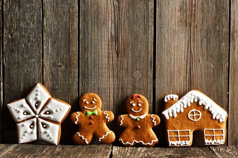 Galletas hechas en casa del pan de jengibre de la Navidad imagenes de archivo