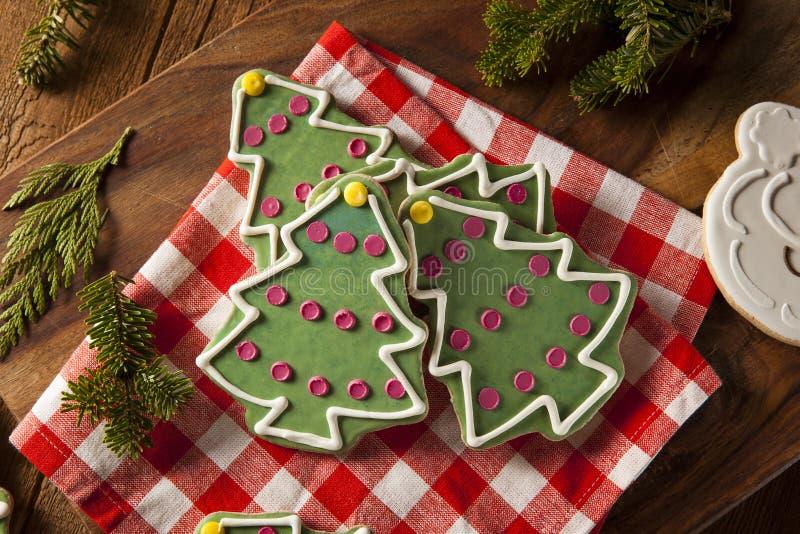 Galletas hechas en casa festivas de la Navidad imágenes de archivo libres de regalías