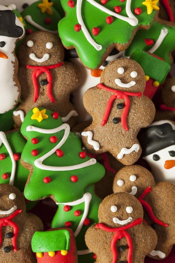 Galletas heladas tradicionales de la Navidad del pan de jengibre fotografía de archivo