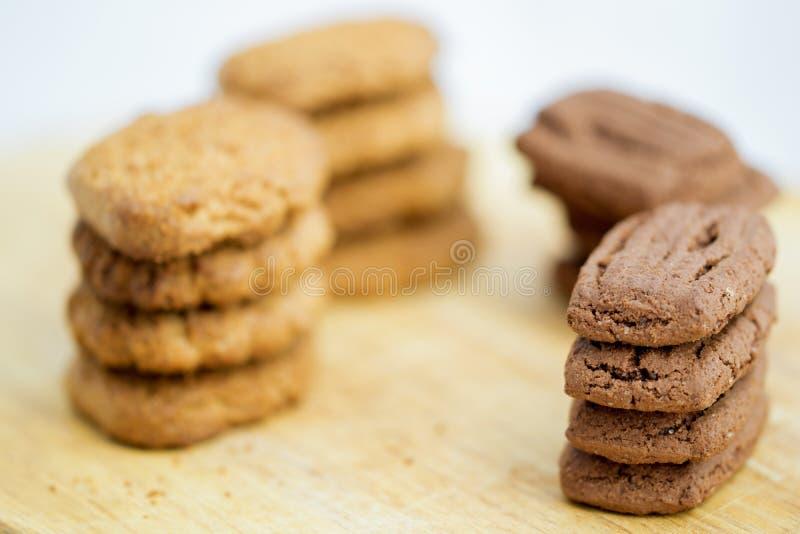 Galletas secadas en el chocolate y la vainilla fotos de archivo