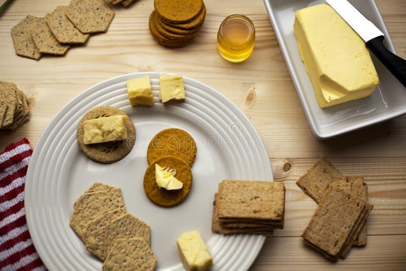 Galletas, té y miel para todos imagen de archivo