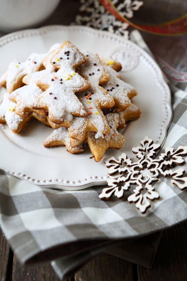 Galletas tradicionales fragantes del pan de jengibre de la Navidad fotografía de archivo
