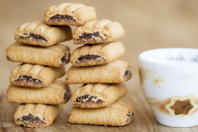 Galletas y café rellenos para el desayuno imagen de archivo libre de regalías