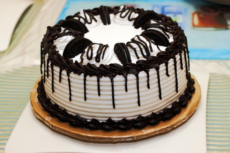 Galletas y torta de la crema foto de archivo
