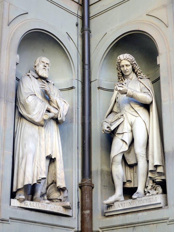 Gallileo Galilei e Pier Antonio Micheli Statues, galleria di Ufizzi, Firenze, Italia immagine stock