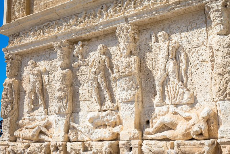 GALLIPOLI, ITALIEN - griechischer Brunnen, 3. Jahrhundert BC lizenzfreie stockbilder