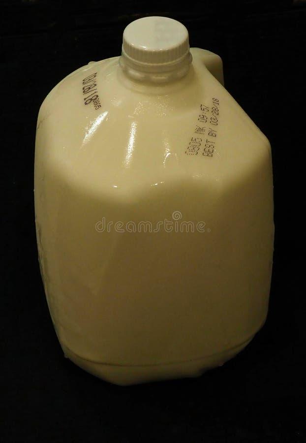 Gallon Melk op Zwarte royalty-vrije stock foto