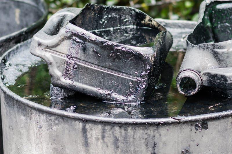 gallon oude motorolie stock foto
