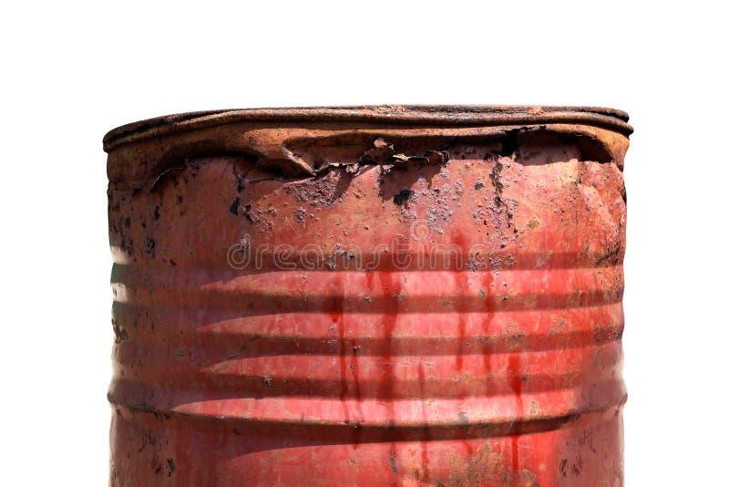 Gallone rosso arrugginito, sporco dell'olio del barilotto dell'olio del barilotto del metallo vecchio isolato su fondo bianco, se fotografia stock libera da diritti
