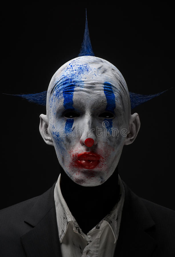 Galna levande dödblått för clown i ett omslag arkivfoto