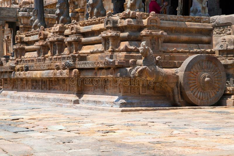 Galopujący koń i niszy na cokole Agra, Airavatesvara świątynia, Darasuram, tamil nadu Widok od południowych wschodów obraz stock