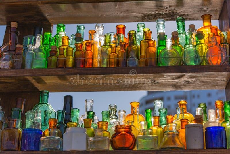 Galss και ήλιος 2 dof μπουκαλιών κεντρικό γυαλί εστίασης ρηχό στοκ εικόνες
