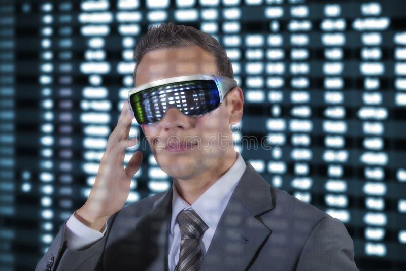 Galsses del hombre de negocios VR imágenes de archivo libres de regalías