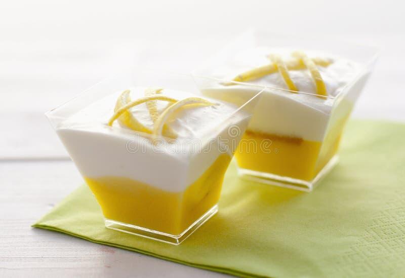 Galsses del tiramisù del limone fotografie stock