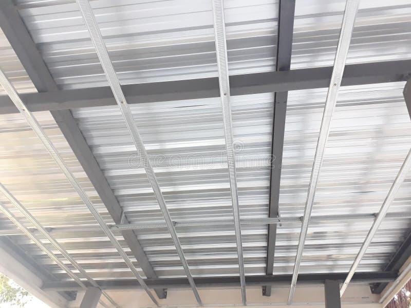 Galvaniserat stål som taklägger arket fotografering för bildbyråer