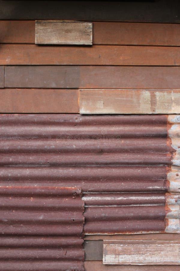 galwanizujący żelazny tekstury ściany drewno obrazy royalty free