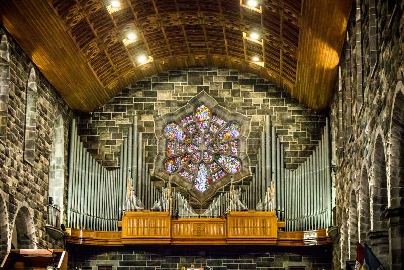 GALWAY IRLANDIA, LUTY, - 18, 2017: Organu i architektury szczegóły wśrodku Rzymskokatolickiej katedry Nasz dama Zakładająca obrazy stock