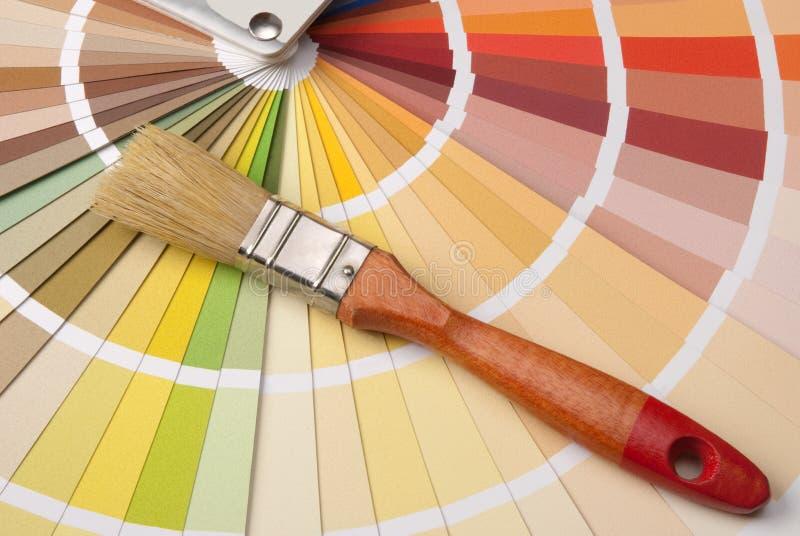 Gama de colores de color y un cepillo imágenes de archivo libres de regalías