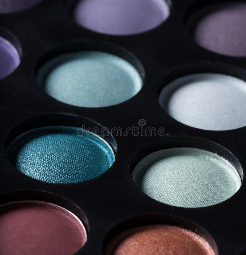 Gama de colores de las sombras de ojo coloridas fotos de archivo