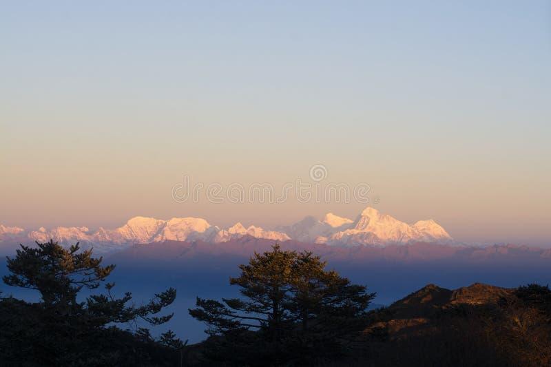 Gama de Everest en Himalaya, la India imágenes de archivo libres de regalías