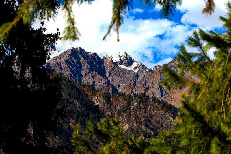 Gama de Mointain de montañas Himalayan en Himachal Pradesh imagen de archivo libre de regalías