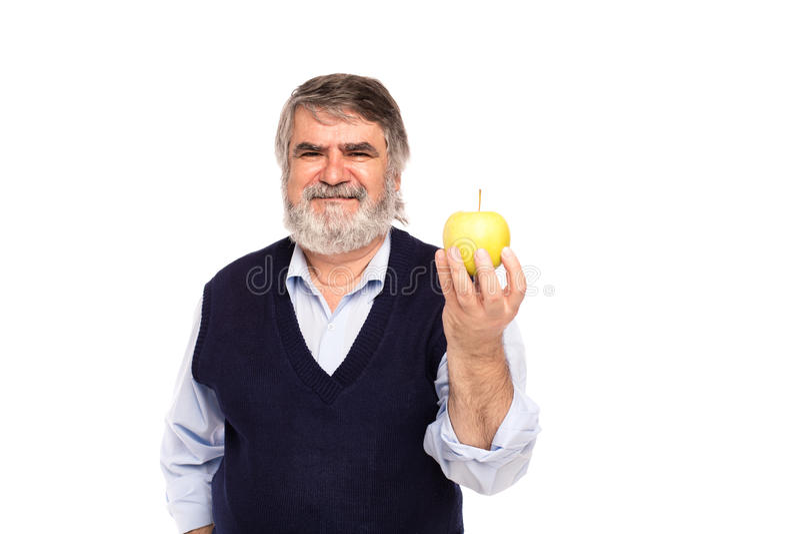 Gamal man med äpplet i händer royaltyfri fotografi