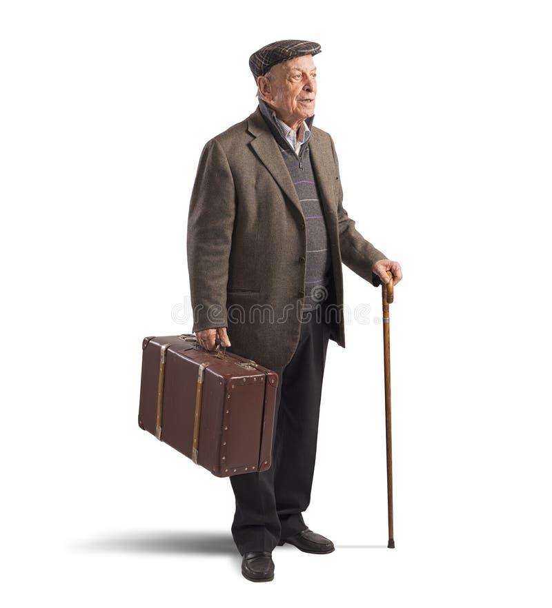 Gamal man med resväskan royaltyfria foton