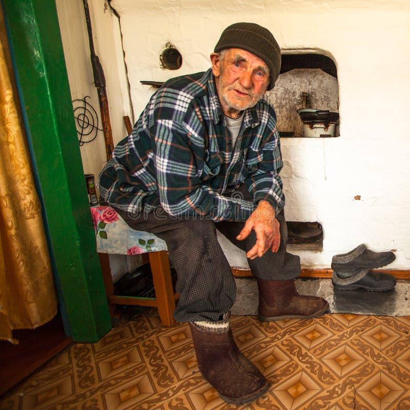 Gamal man Veps - litet Finno-Ugric folk som bor på territoriet av den Leningrad regionen i Ryssland royaltyfri foto