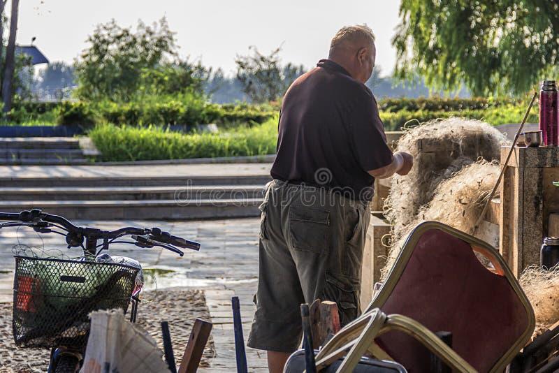 Gamal manfiske i den Qinhuai floden fotografering för bildbyråer