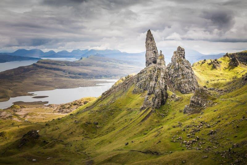 Gamala mannen av Storr på ön av Skye i Skotska högländerna av Skottland arkivfoton