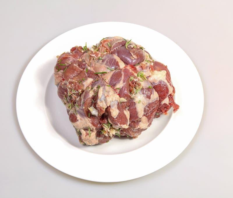 Gamba dell'agnello su un piatto immagine stock