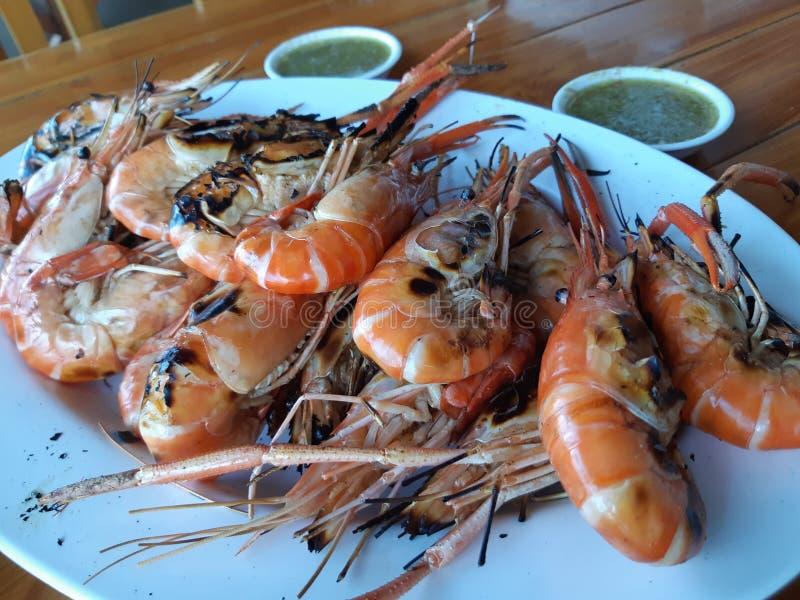 Gambas asadas a la parrilla con la comida tailandesa popular de la salsa picante fotos de archivo