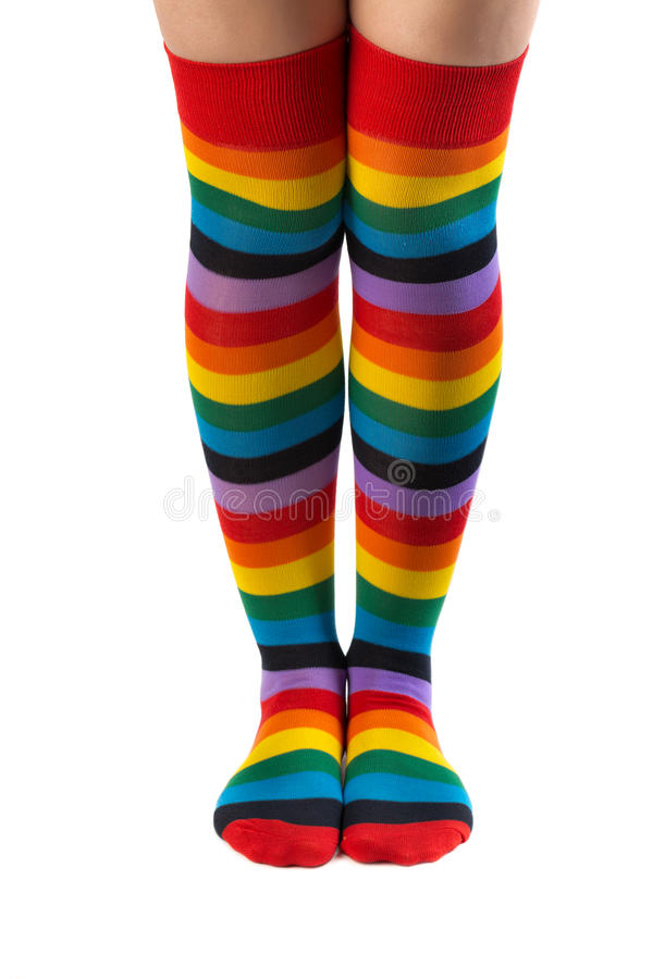 Gambe a colori calzini a strisce immagini stock libere da diritti