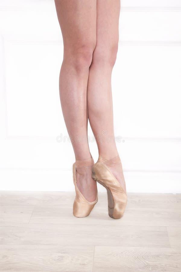 Gambe della ballerina immagine stock