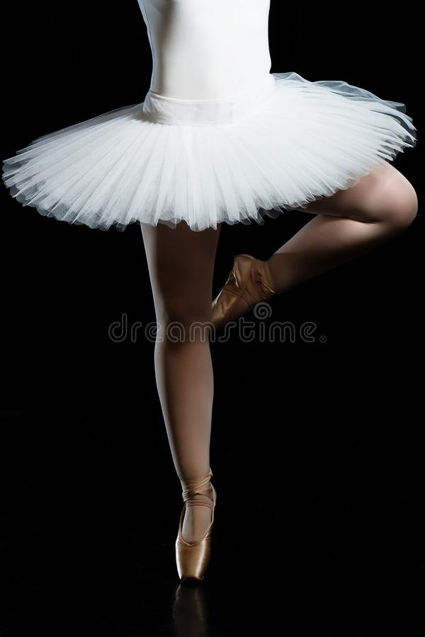 Gambe della ballerina, scarpe di Pointe ballerini di balletto, tolleranza, flessibilità, ballante ballerina, scarpe del pointe, b fotografie stock