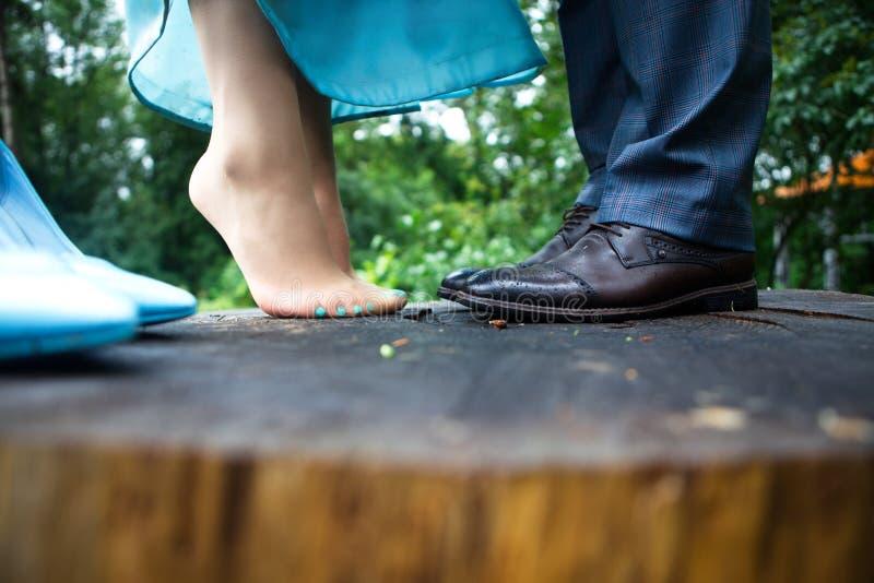 Gambe della donna e dell'uomo fotografia stock