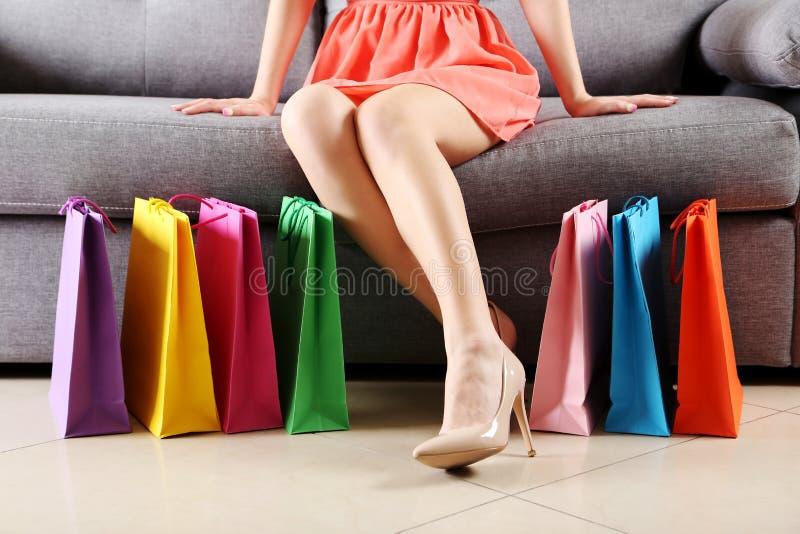 Gambe femminili immagine stock