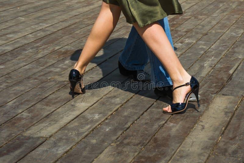Gambe di tango della via fotografia stock