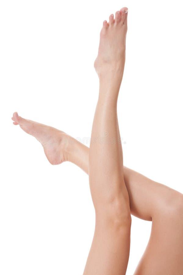 Gambe femminili nude lunghe eleganti fotografia stock libera da diritti